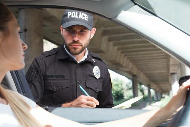 警察として振る舞ったときの社内の反応と自身の心境