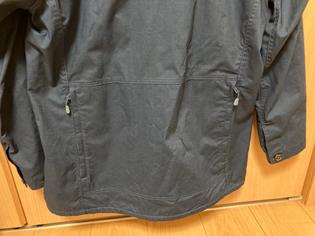 フエゴパーカーレディース背面ポケット